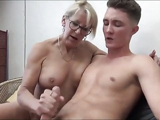 Mature MILF Seduces and Fucks her 18yo Stepson with Bick coc mature