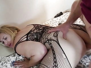 Lucky Art gives two hot BBWs Anal sex blonde